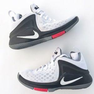 f86ea395bd4c Nike Shoes - LeBron James Nike Basketball Shoes Boys 4 Zoom